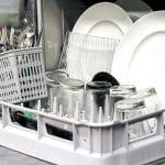 ظرف کثیف در ظرفشویی