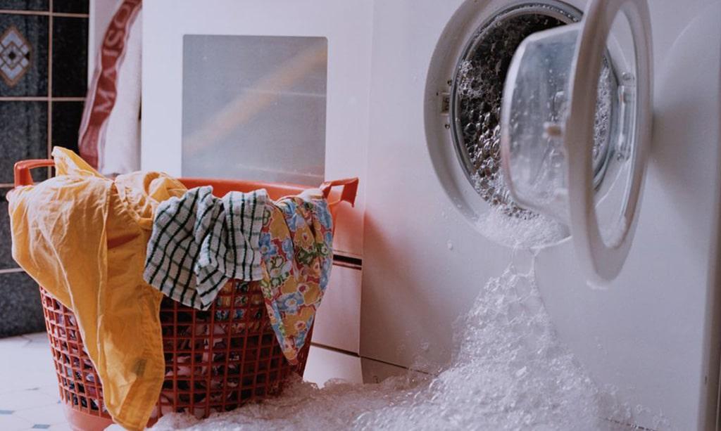 اگر در ماشین لباسشویی پودر دستی بریزیم
